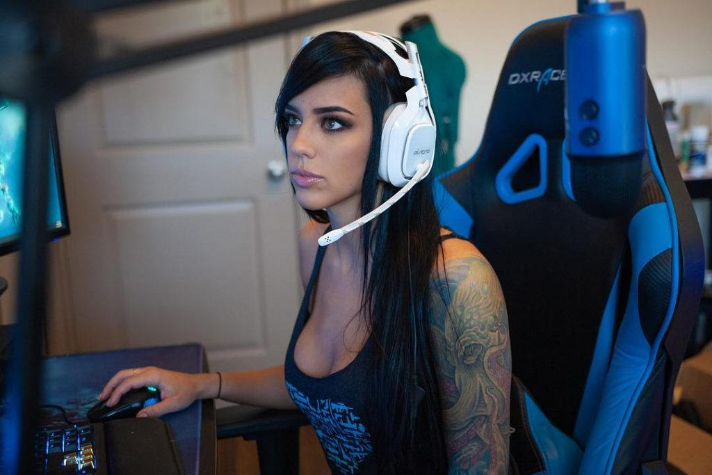 Alex Zedra is also very popular in the online gaming community.