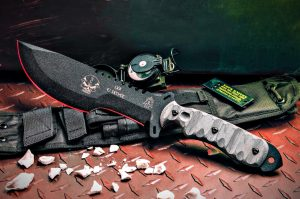 EJ Snyder designed the skullcruster as a survival and fighting knife.