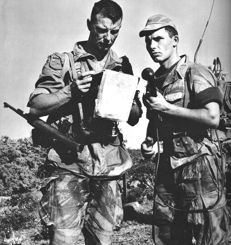 French soldiers in Indochina in the early 1950s wearing the lizard pattern uniforms, which proved quite adequate in the jungle terrain. (Photo: Public Domain)